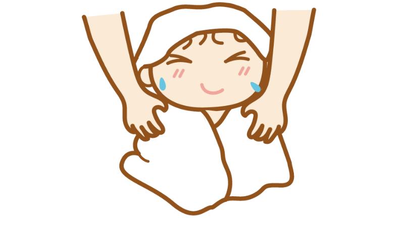 体をふいている子供