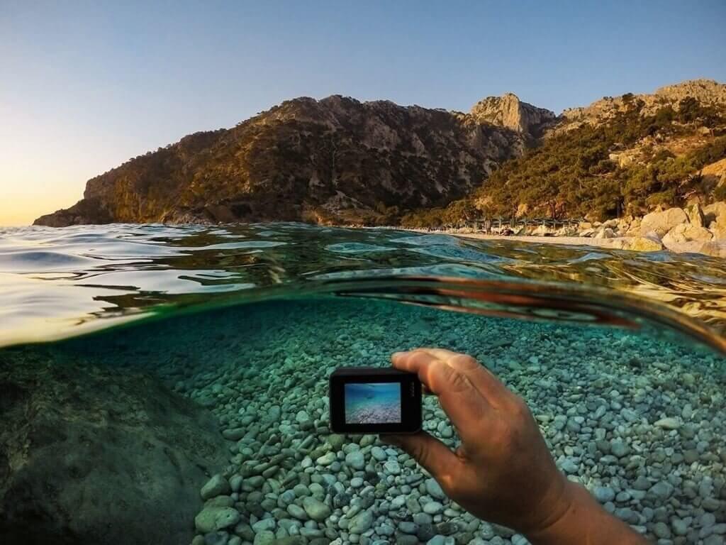 GoProで水中を撮影している