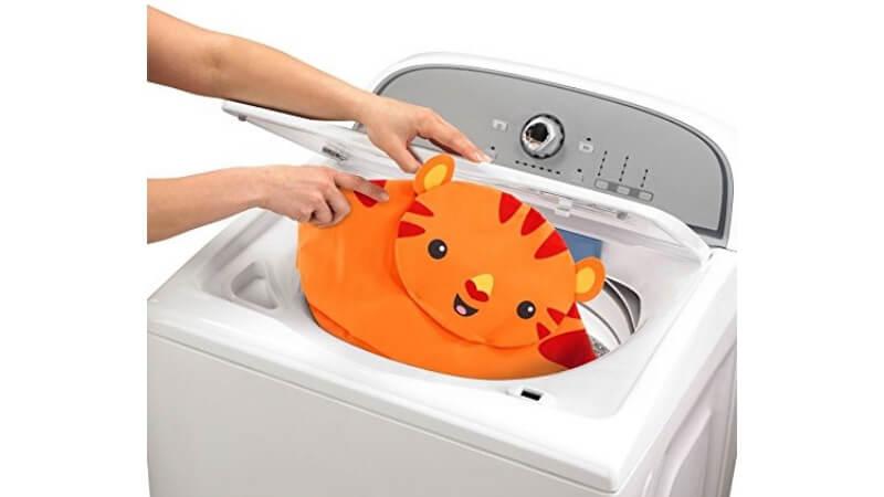 洗濯機にジャンパルーのシートを入れる