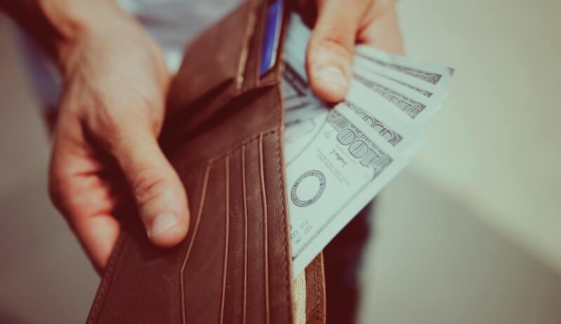 財布から出すお金