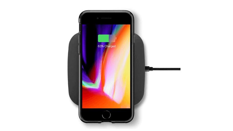 ワイヤレス充電するiPhone