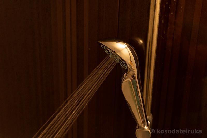 リファファインバブル Sシャワーヘッドのジェット水流