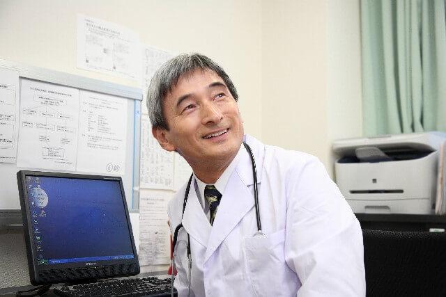 笑顔の医者