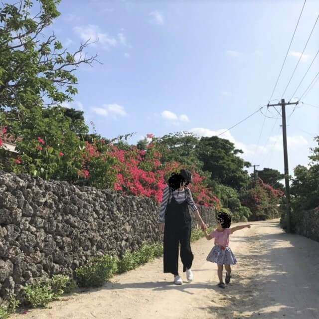 竹富島で写真撮影