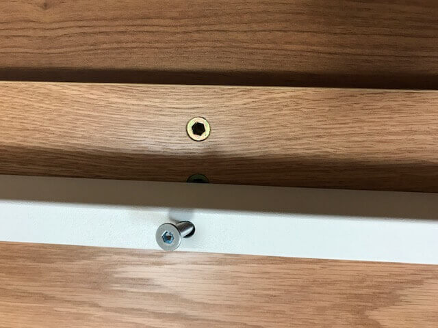 無印良品のデスクの天板のネジ